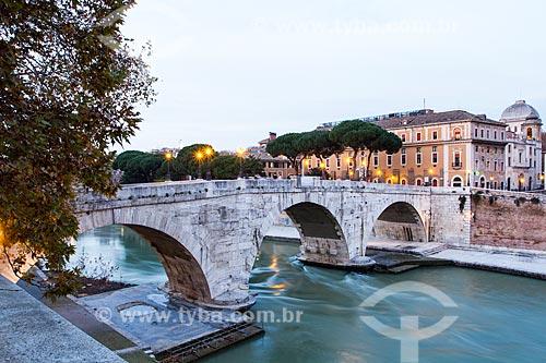 Assunto: Ponte Cestio sobre o rio Tibre / Local: Roma - Itália - Europa / Data: 12/2012