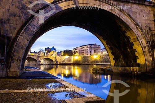 Assunto: Detalhe do arco da Ponte de Sant Angelo sobre o Rio Tibre / Local: Roma - Itália - Europa / Data: 12/2012