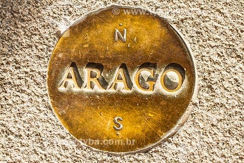 Assunto: Um dos Medalhões de Arago no Museu do Louvre (Musée du Louvre) - marcam a linha do Meridiano de Paris / Local: Paris - França - Europa / Data: 01/2013