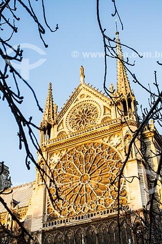 Assunto: Rosácea na fachada sul da Catedral de Notre-Dame de Paris (1163) / Local: Paris - França - Europa / Data: 01/2013