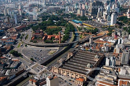 Vista aérea do Mercado Municipal de São Paulo - inferior a direita - e do Palácio das Indústrias - hoje abriga o Museu Catavento - com o Viaduto Diário Popular sobre o Rio Tamanduateí   - São Paulo - São Paulo - Brasil
