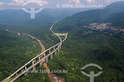 Assunto: Rodovia dos Imigrantes (SP-160) sobre o Rio Cubatão / Local: Cubatão - São Paulo (SP) - Brasil / Data: 02/2013