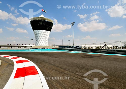 Assunto: Vista do Autódromo de Abu Dhabi (Circuito de Yas Marina) com torre para convidados Vip ao fundo / Local: Ilha Yas - Abu Dhabi - Emirados Árabes Unidos - Ásia / Data: 11/2012