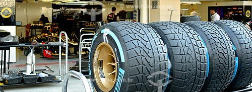 Assunto: Pneu no box do Autódromo de Abu Dhabi (Circuito de Yas Marina) / Local: Ilha Yas - Abu Dhabi - Emirados Árabes Unidos - Ásia / Data: 11/2012