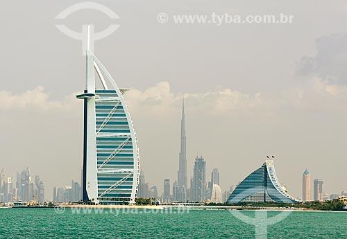 Assunto: Vista dos hotéis Burj Al Arab, Jumeirah Beach Hotel e Edifício Burj Khalifa ao fundo / Local: Dubai - Emirados Árabes Unidos - Ásia / Data: 12/2012