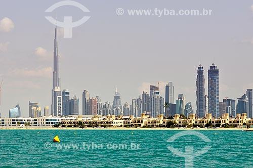 Assunto: Vista da Praia de Jumeirah Prédios comerciais e Edifício Burj Khalifa à esquerda / Local: Dubai - Emirados Árabes Unidos - Ásia / Data: 10/2012