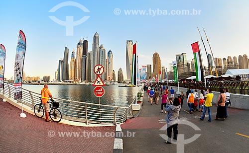 Assunto: Pessoas indo ao Campeonato Mundial de Paraquedismo 2012   / Local: Dubai Marina - Dubai - Emirados Árabes Unidos - Ásia / Data: 12/2012