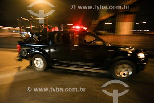 Veículo do Batalhão de Operações Especiais (BOPE) durante o início da instalação da Unidade de Polícia Pacificadora (UPP) no conjunto de favelas do Complexo do Caju e Comunidade da Barreira do Vasco na zona norte do Rio de Janeiro    - Rio de Janeiro - Rio de Janeiro - Brasil