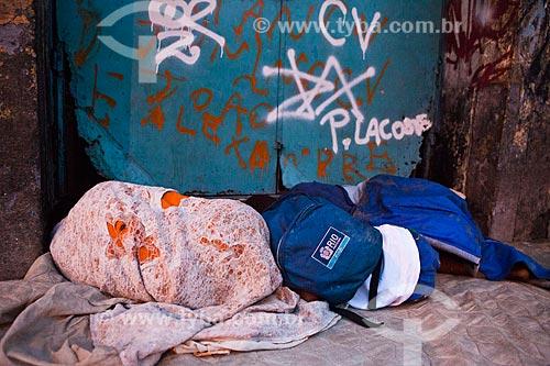 Assunto: Crianças dormindo na rua durante a ocupação no conjunto de favelas do Jacarezinho e Manguinhos para implantação da Unidade de Policia Pacificadora (UPP) / Local: Rio de Janeiro (RJ) - Brasil / Data: 10/2012