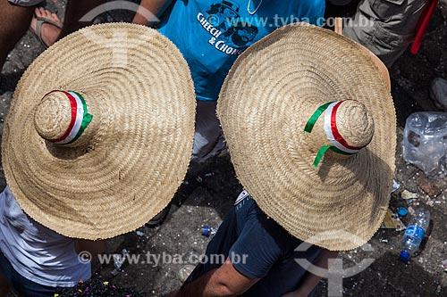 Assunto: Foliões usando Sombrero (Chapéu Mexicano) durante o carnaval / Local: Olinda - Pernambuco (PE) - Brasil / Data: 02/2013