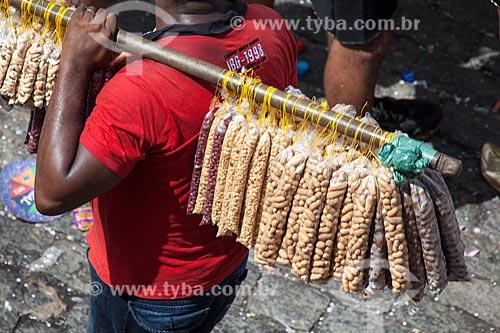 Assunto: Vendedor de amendoim e castanha de caju durante o carnaval / Local: Olinda - Pernambuco (PE) - Brasil / Data: 02/2013