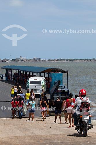 Assunto: Embarque no Terminal Hidroviário na Praia de Costinha às margens do Rio Paraíba - balsa de travessia entre Costinha e Cabedelo / Local: Lucena - Paraíba (PB) - Brasil / Data: 02/2013