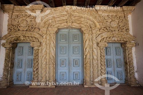 Assunto: Porta da Igreja de Nossa Senhora da Guia (Século XVI) - também conhecida como Santuário da Guia / Local: Lucena - Paraíba (PB) - Brasil / Data: 02/2013