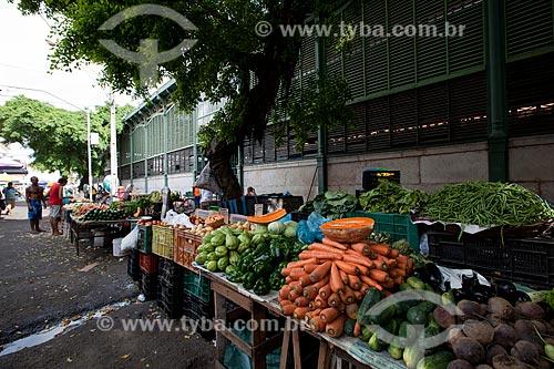 Assunto: Feira livre na parte externa do Mercado de São José (1875) / Local: Recife - Pernambuco (PE) - Brasil / Data: 02/2013