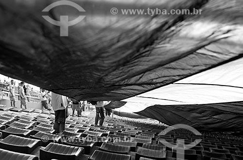 Assunto: Bandeirão da Torcida Organizada do Vasco no Estádio Jornalista Mário Filho - também conhecido como Maracanã - Vasco x Flamengo - Semifinal da Taça Rio 2010 / Local: Maracanã - Rio de Janeiro (RJ) - Brasil / Data: 04/2010