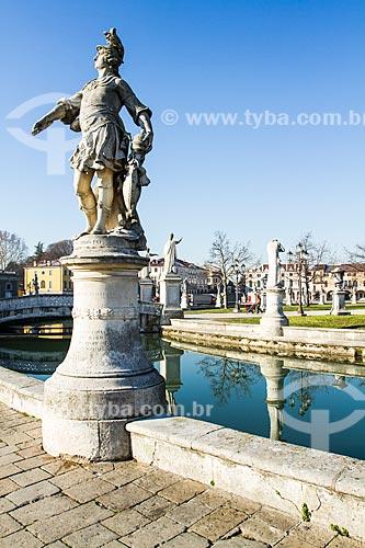 Assunto: Estátuas em Prato della Valle, a maior praça da Itália / Local: Pádua - Província de Pádua - Itália - Europa / Data: 12/2012