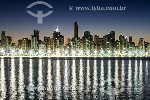 Assunto: Prédios da cidade de Balneário Camboriú vistos do molhe da Barra Sul  / Local: Balneário Camboriú - Santa Catarina (SC) - Brasil / Data: 04/2013