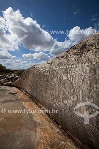 Assunto: Pedra do Ingá - também conhecida como Itacoatiaras de Ingá - no Sítio Pedra Lavrada / Local: Ingá - Paraíba (PB) - Brasil / Data: 02/2013