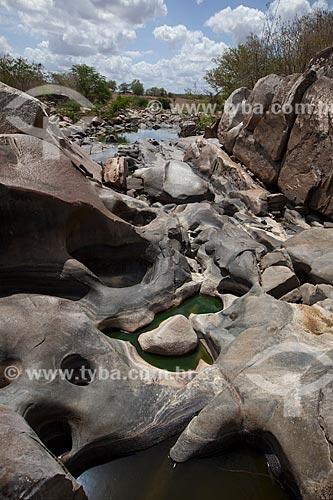 Assunto: Erosão nas pedras próximas ao Rio Ingá de Bacamarte - no Sítio Pedra Lavrada / Local: Ingá - Paraíba (PB) - Brasil / Data: 02/2013