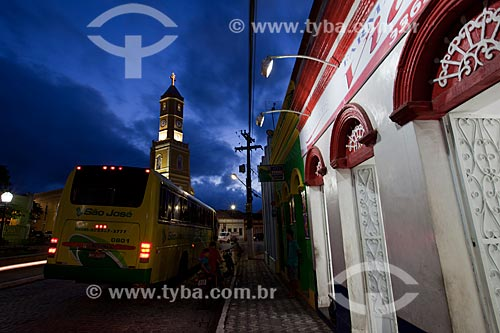 Assunto: Visão do tráfego na Rua Presidente Getúlio Vargas com Igreja Matriz Nossa Senhora da Conceição (1834) ao fundo / Local: Areia - Paraíba (PB) - Brasil / Data: 02/2013