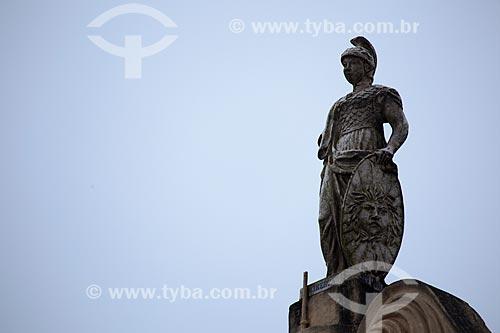 Assunto: Estátua da Deusa Minerva na parte superior da fachada do Teatro Minerva (1859) / Local: Areia - Paraíba (PB) - Brasil / Data: 02/2013