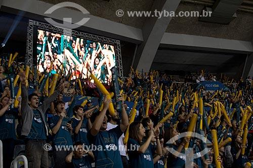 Torcida no jogo entre RJX x Sada Cruzeiro - jogo final da Superliga Masculina de Vôlei temporada 2012/13 no Ginásio Gilberto Cardoso (1954) - também conhecido como Maracanãzinho   - Rio de Janeiro - Rio de Janeiro - Brasil