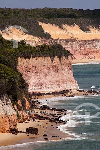 Assunto: Praia do Centro com a Baía dos Golfinhos - também conhecida como Praia do Curral - ao fundo / Local: Distrito de Pipa - Tibau do Sul - Rio Grande do Norte (RN) - Brasil / Data: 03/2013
