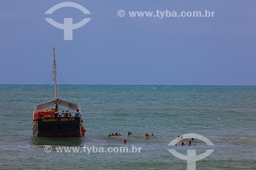 Assunto: Escuna e mergulho de turistas na Praia do Madeiro  / Local: Distrito de Pipa - Tibau do Sul - Rio Grande do Norte (RN) - Brasil / Data: 03/2013