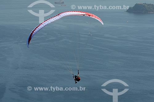 Assunto: Voo de parapente sobre a Enseada de São Francisco / Local: Niterói - Rio de Janeiro (RJ) - Brasil / Data: 08/2012