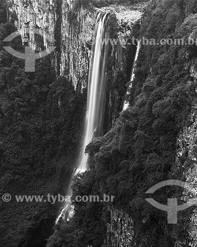 Assunto: Queda dágua no Cânion do Itaimbezinho / Local: Cambará do Sul - Rio Grande do Sul (RS) - Brasil / Data: 1987