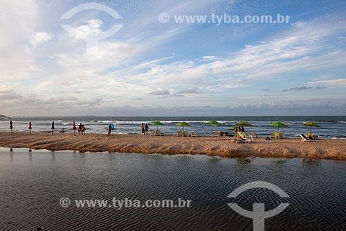Assunto: Turistas na Praia do Centro  / Local: Distrito de Pipa - Tibau do Sul - Rio Grande do Norte  (RN) - Brasil / Data: 03/2013