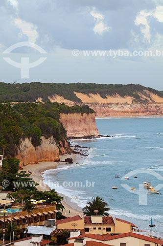 Assunto: Falésias na Praia do Centro e Baía dos Golfinhos também conhecida como Praia do Curral em segundo plano / Local: Distrito de Pipa - Tibau do Sul - Rio Grande do Norte  (RN) -  Brasil / Data: 03/2013