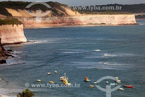Assunto: Barcos e falésias na Baía dos Golfinhos,também conhecida como Praia do Curral / Local: Distrito de Pipa - Tibau do Sul - Rio Grande do Norte  (RN) - Brasil / Data: 03/2013