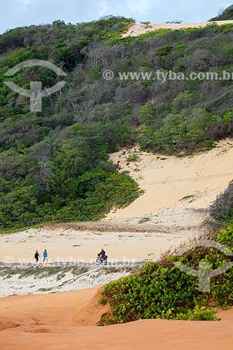 Assunto: Avenida Antônio Florêncio e dunas na altura da Praia de Cacimbinhas   / Local: Distrito de Pipa - Tibau do Sul - Rio Grande do Norte  (RN) - Brasil / Data: 03/2013