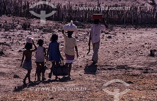 Assunto: Família abandonando o sertão durante a seca / Local: Ceará (CE) - Brasil / Data: 1993
