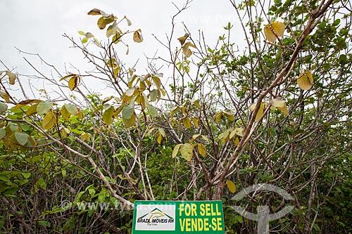Assunto: Placa de venda de propriedade próximo ao Mirante do Chapadão e da Praia das Minas  / Local: Distrito de Pipa - Tibau do Sul - Rio Grande do Norte (RN) - Brasil / Data: 03/2013
