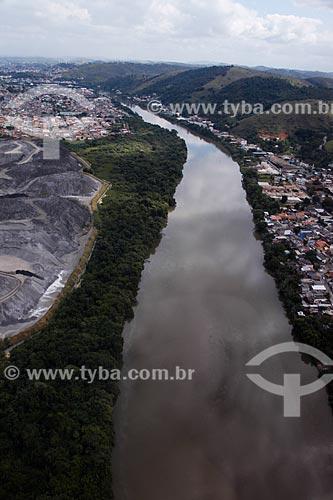 Assunto: Rio Paraíba do Sul próximo à Volta Redonda / Local: Volta Redonda - Rio de Janeiro (RJ) - Brasil / Data: 05/2013