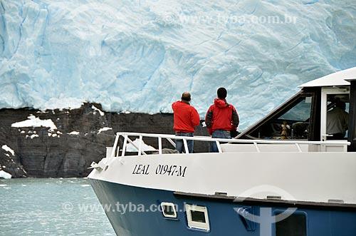Assunto: Turistas próximo ao Glaciar Spegazzini (Geleira Spegazzini) / Local: Província de Santa Cruz - Argentina - América do Sul / Data: 01/2012