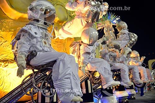 Desfile do Grêmio Recreativo Escola de Samba Unidos da Tijuca - Carro alegórico - Enredo 2013 - Desceu num raio, é trovoada! O deus Thor pede passagem pra contar nessa viagem a Alemanha encantada  - Rio de Janeiro - Rio de Janeiro - Brasil