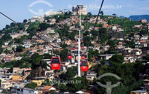 Assunto: Gôndolas do Teleférico do Alemão - operado pela SuperVia -  Estação Adeus ao fundo / Local: Rio de Janeiro (RJ) - Brasil / Data: 03/2013