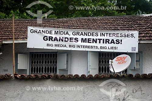 Assunto: Faixa de protesto contra a desapropriação de casas na comunidade do Horto Florestal em casa na rua Pacheco Leão / Local: Jardim Botânico - Rio de Janeiro (RJ) - Brasil / Data: 04/2013