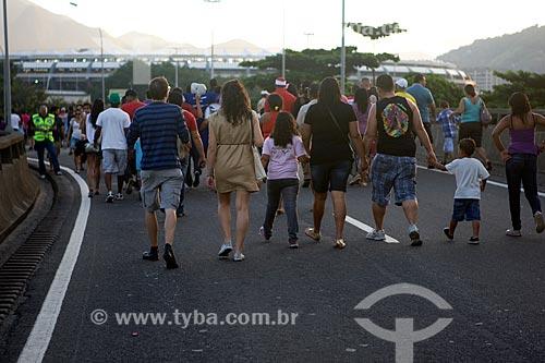 Assunto: Pessoas indo ao evento - teste do Estádio Jornalista Mário Filho - também conhecido como Maracanã / Local: Maracanã - Rio de Janeiro (RJ) - Brasil / Data: 04/2013