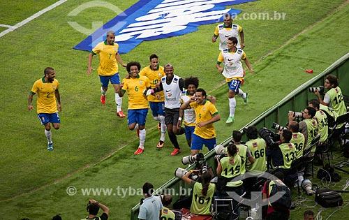 Assunto: Jogadores comemorando o gol de Fred no jogo amistoso entre Brasil x Inglaterra no Estádio Jornalista Mário Filho - também conhecido como Maracanã / Local: Maracanã - Rio de Janeiro (RJ) - Brasil / Data: 06/2013