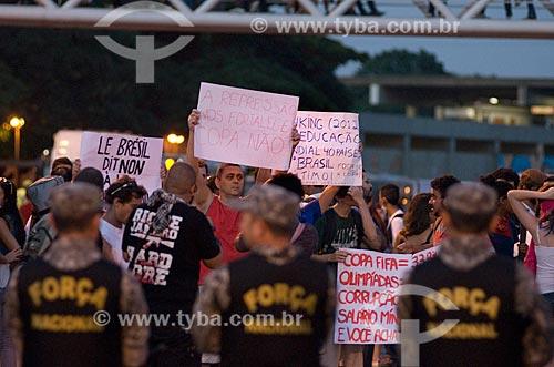 Força Nacional fazendo o cordão de isolamento no entorno do Maracanã - para evitar o protesto antes do jogo entre  Itália x México pela Copa das Confederações  - Rio de Janeiro - Rio de Janeiro - Brasil