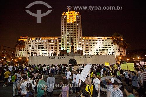 Assunto: Manifestação do Movimento Passe Livre na Avenida Presidente Vargas com o Palácio Duque de Caxias (1941) ao fundo / Local: Centro - Rio de Janeiro (RJ) - Brasil / Data: 06/2013