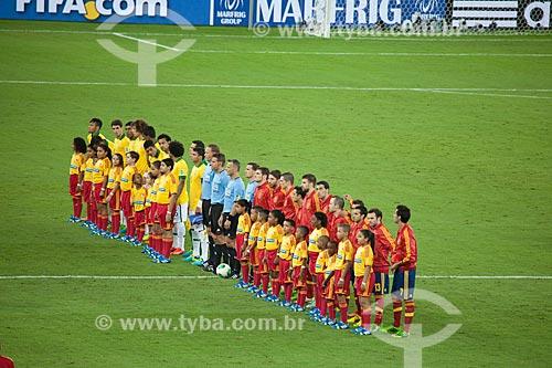 Seleção Brasileira e Espanhola posam para a foto antes do jogo entre Brasil x Espanha pela final da Copa das Confederações  - Rio de Janeiro - Rio de Janeiro - Brasil