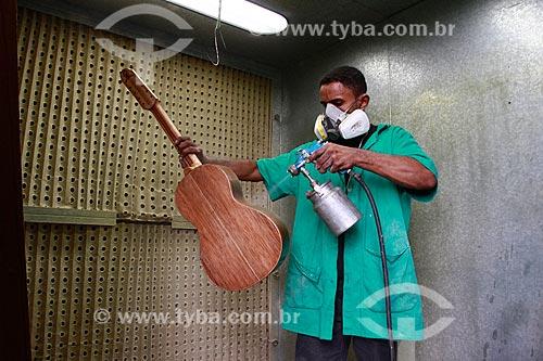 Produção de violão com madeira certificada na Oficina Escola de Lutheria da Amazonia (OELA)  - Manaus - Amazonas - Brasil