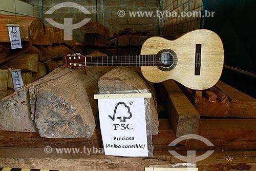 Violão produzido com madeira certificada na Oficina Escola de Lutheria da Amazonia (OELA)  - Manaus - Amazonas - Brasil
