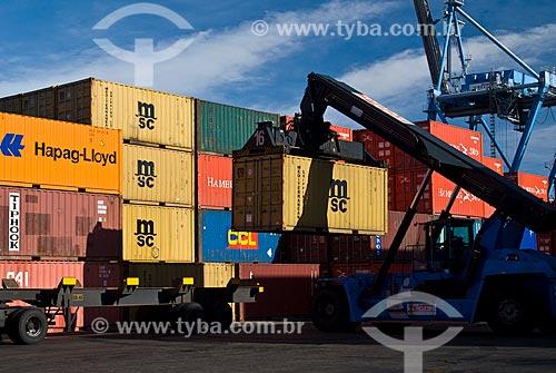 Assunto: Carreta sendo carregada no TECON - Terminal de Contêiners de Rio Grande / Local: Rio Grande - Rio Grande do Sul (RS) - Brasil / Data: 01/2009