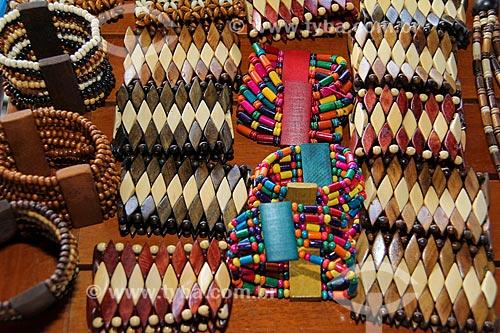 Assunto: Artesanato indígena em madeira - pulseiras / Local: Parintins - Amazonas (AM) - Brasil / Data: 06/2013